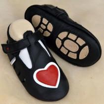 Liya's Hauschuhe mit Gummisohle - #697 Sommerpuschen Herz in schwarz