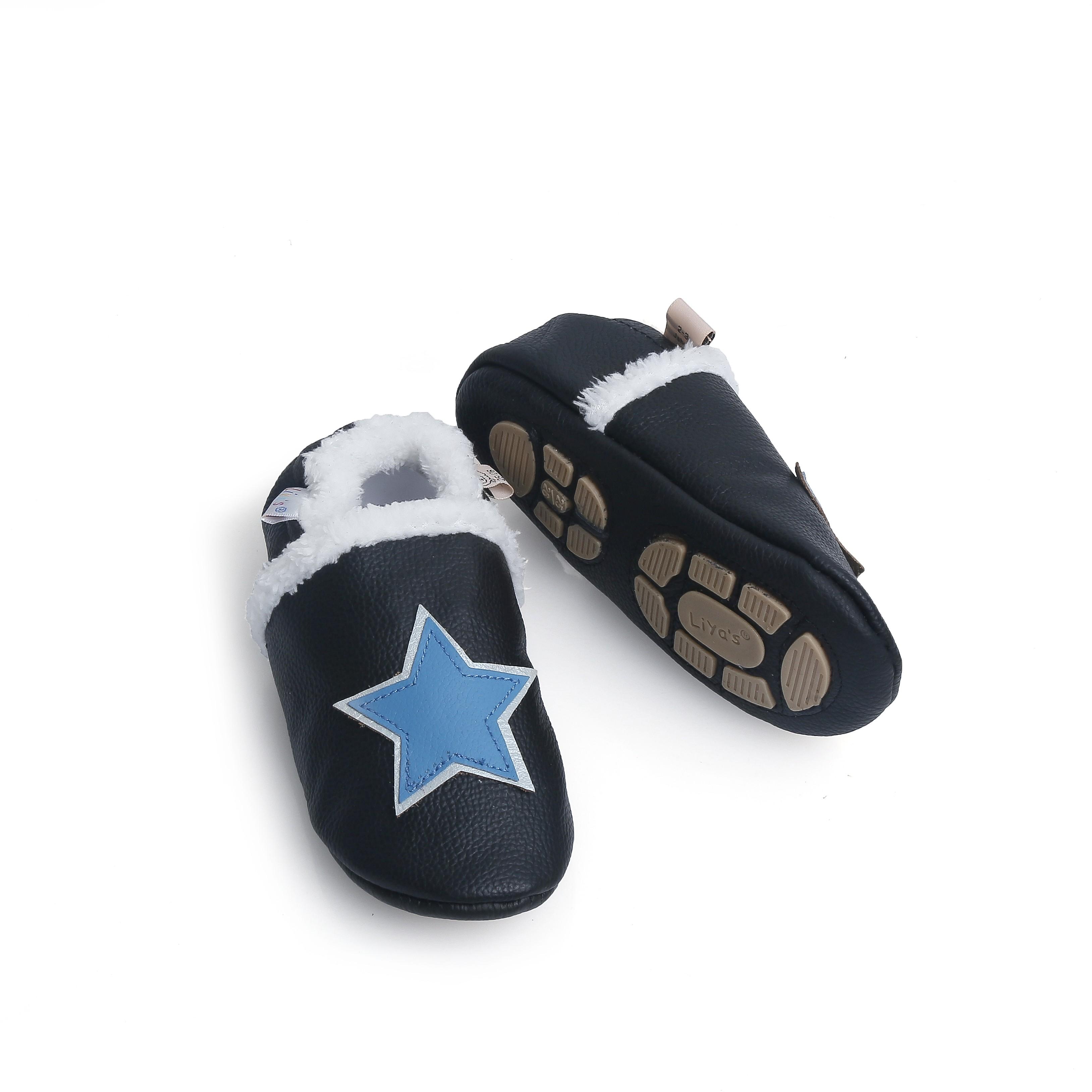 Liya's gefütterte Lederpuschen mit Teilgummisohle - #396 Stern in schwarz