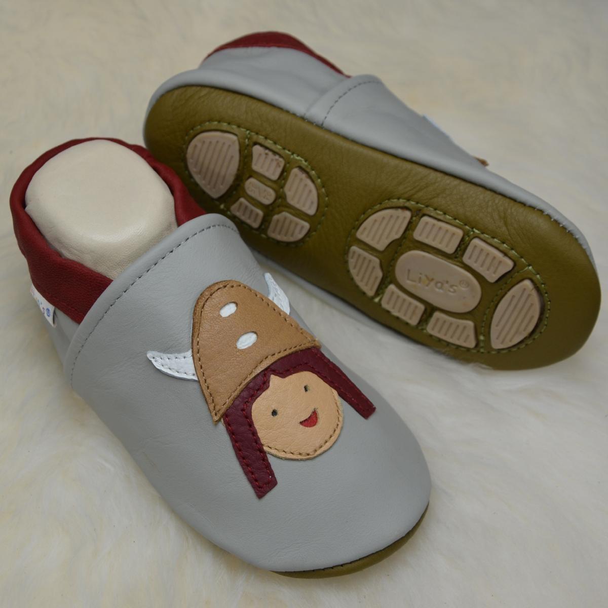 Liya's Babyschuhe Hausschuhe Exclusiv mit Gummisohle - #644 Wikinger in hellgrau