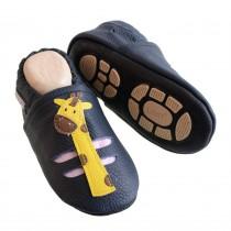 Liya's Hauschuhe mit Gummisohle - #633 Sommerpuschen Giraffe in marineblau