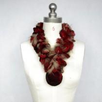 Damen trendiger Pelzschal aus Rex Kaninchen Fell mit großen Bommeln